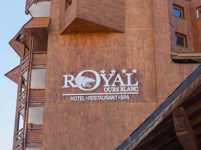 Hotel Royal Ours Blanc outside